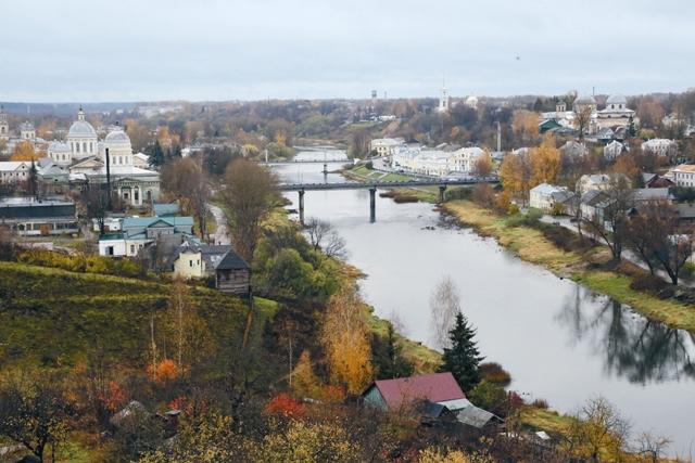 Река Тверца разделяет город на две части: правобережную и левобережную