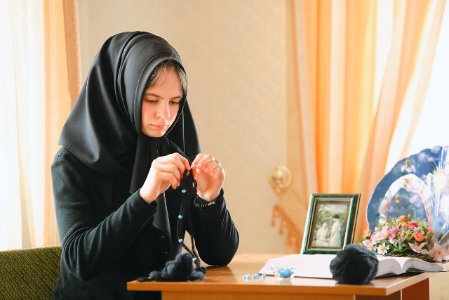 Сестры на послушании