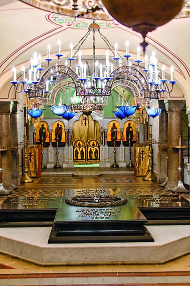 Могила адмиралов в нижнем храме
