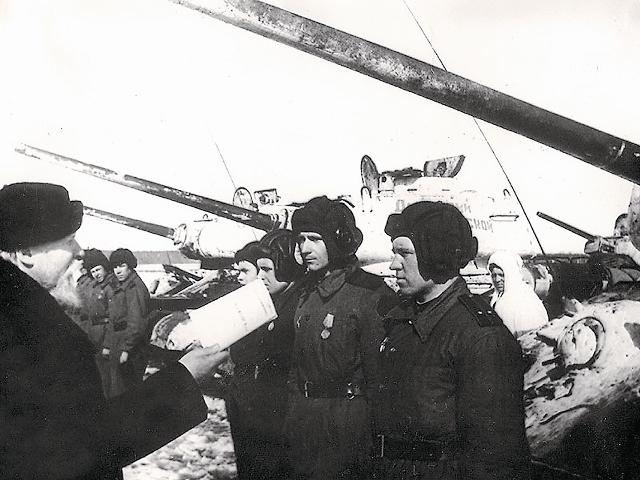 Владыка Николай лично приехал на фронт, чтобы передать красноармейцам танки, купленные на пожертвования верующих