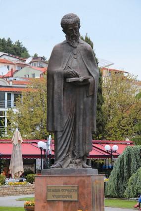 Памятник святому Науму Охридскому в центре города