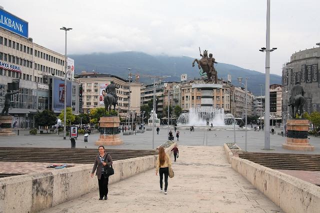 Площадь Македония в Скопье с памятником Александру Македонскому