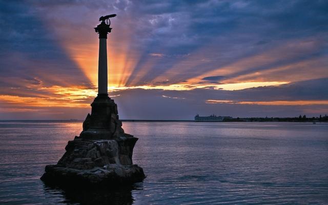 Севастополь переводится с греческого как «величественный, героический, достойный поклонения»