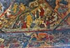 Красочные фрески Симона Ушакова покрывают стены и своды храма сплошным ковром