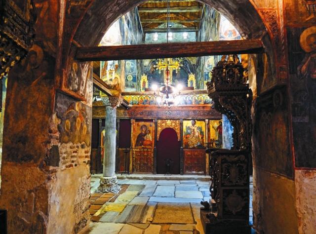 Помолиться у древних святынь, чудом сохранившихся до наших дней, - мечта каждого паломика