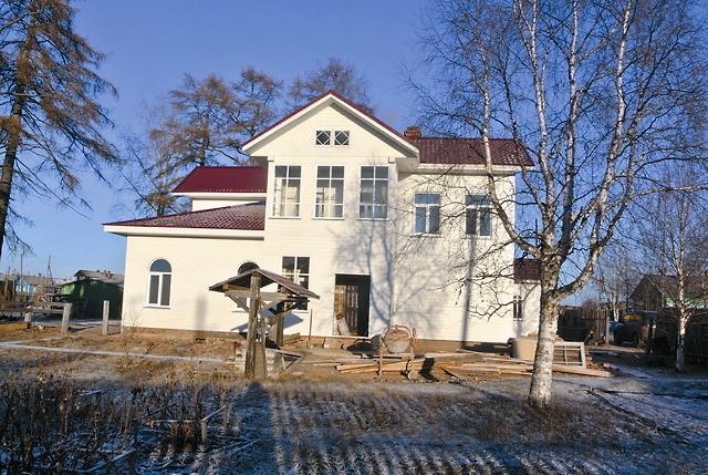 Отреставрированный дом первого священника монастыря Георгия Маккавеева с храмом Иоанна Кронштадсткого