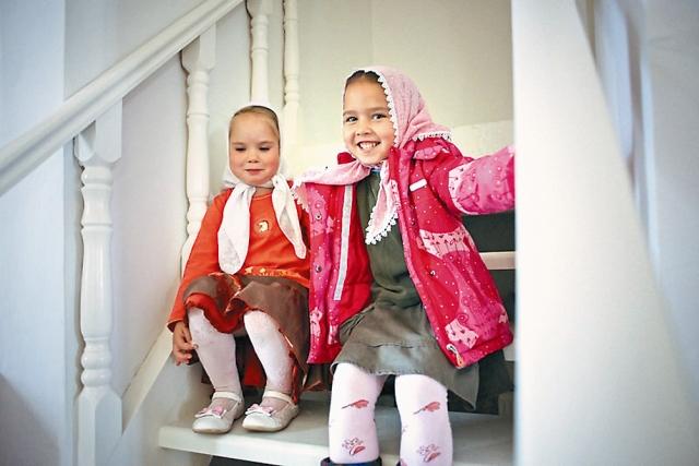Местные дети очень полюбили храм