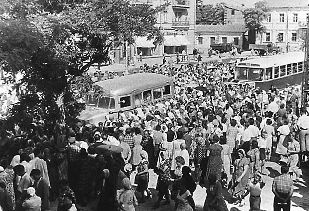 Проводить любимого владыку в последний путь вышел весь  Симферополь. 1961 год, 13 июня