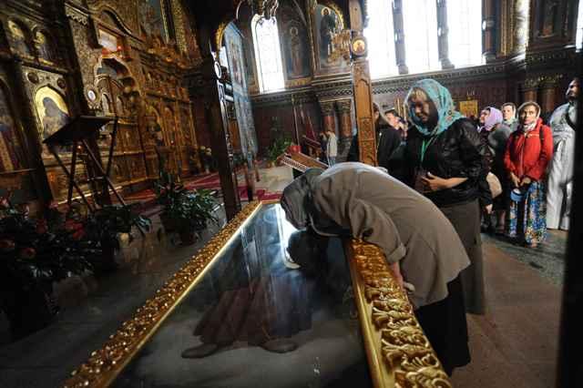 Рака с частицей мощей святого преподобного Амвросия Оптинского