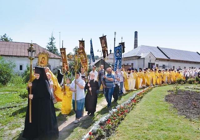 Праздничный крестный ход в день памяти святителя ФеофанаЗатворника Вышенского