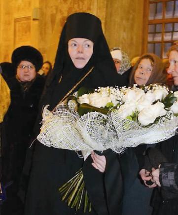 Настоятельница обители игумения Вера (Ровчан). Благодаря ее трудам монастырь постепенно приобретает тот вид, который был при святителе Феофане