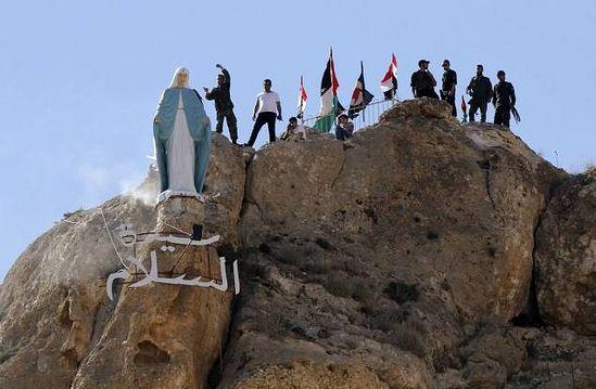 Эта статую Девы Марии установлена взамен разрушенной