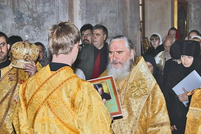 Митрополит Калужский и  Боровский Климент читает акафист святителю Феофану