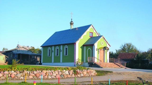 На берегу Шальчи стоит единственный не только в Литве, но и во всей Евро- пе православный храм во имя святителя Тихона