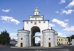 Золотые ворота. Здесь летом 1991 года владимирцы торжественно  встречали мощи преподобного Серафима Саровского