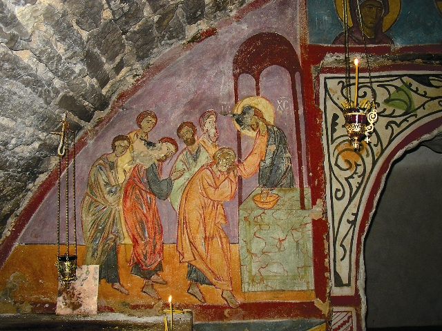 Христос причащает апостолов. Фреска на стене подземного храма