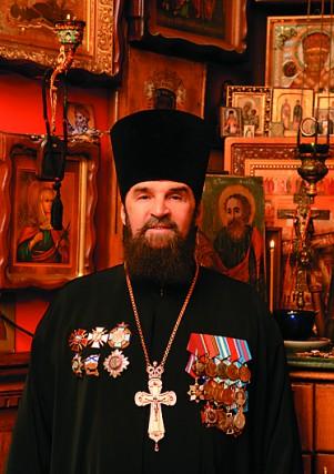 Протоиерей Георгий Поляков был инициатором установки беседки на месте крещения князя Владимира