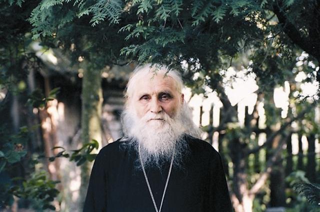 Как-то у отца Николая (Гурьянова) спросили: «Скажите, а Россия возродится?»  «А она и не умирала», – ответил старец.