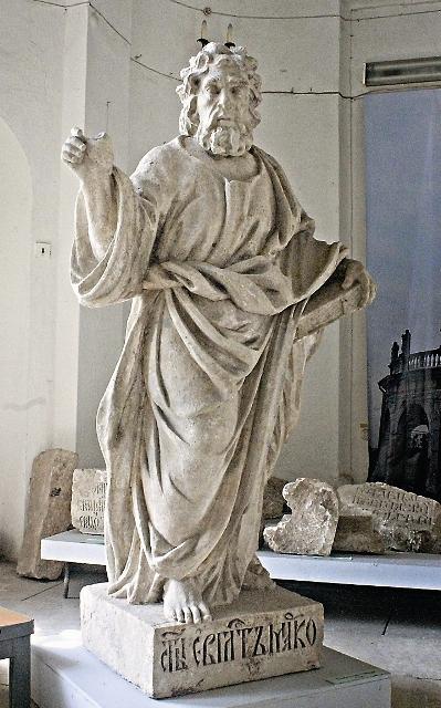 Храмовую балюстраду вновь украсят статуи апостолов