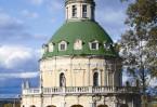 Украшением Богородице-Рождественского храма стали фигуры апостолов из белого камня, установленные на балюстраде