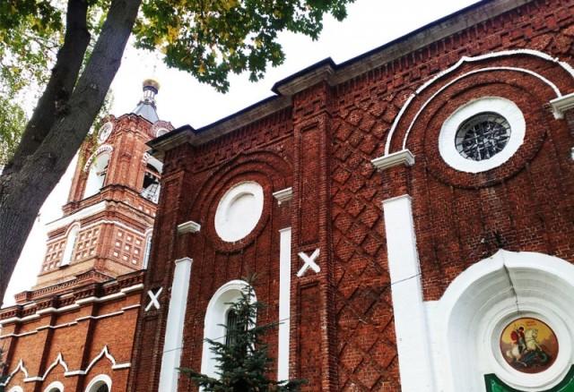 Храм был построен к 1860 году на деньги, собранные местными купцами, промышленниками, простыми жертвователями