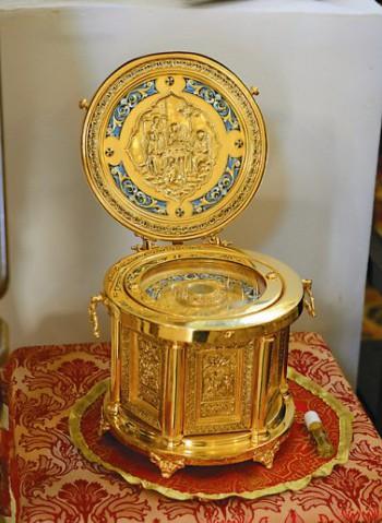 Ковчег с частицами мощей святого великомуче ника Георгия Победоносца