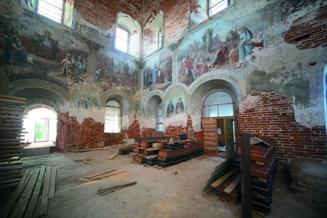 В храме Рождества Пресвятой Богородицы ведутся реставрационные работы