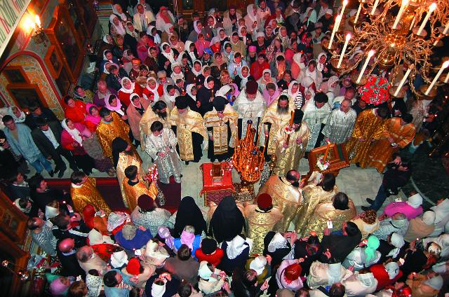 Богослужение в храме Святых апостолов Петра и Павла