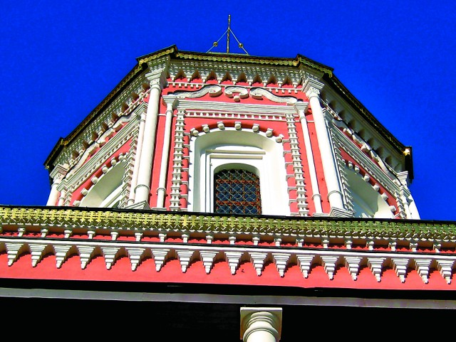 Белокаменная резьба фасадов