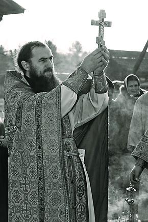 При восстановлении обители неоценимую помощь монастырю оказал брат настоятельницы Еротииды отец Феодосий, в то время насельник Троице-Сергиевой лавры, а сегодня епископ Исилькульский и Русско-Полянский.