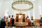 """Несколько раз в интерьере храма  повторяется форма древнего астурийского  """"Креста ангелов"""", изготовленного в VII-IX вв СВЕТИЛЬНИКИ ВЫПОЛНЕНЫ В ФОРМЕ ОДНОЙ ИЗ ВЕСТГОТСКИХ КОРОН VII ВЕКА"""