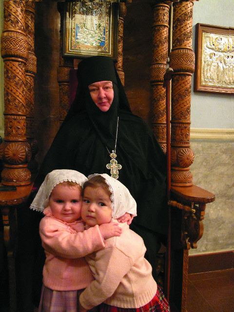 Игумения Николая с маленькими воспитанницами