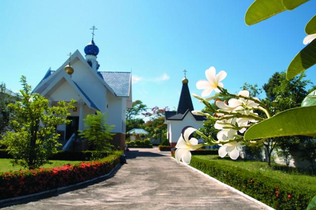 Храм Успения  Пресвятой  Богородицы и Иверская часовня при  Успенском монастыре в провинции Ратчабури