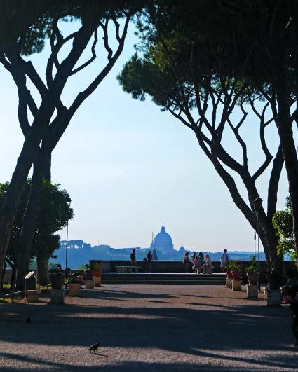 Апельсиновый сад - так называют жители Рима парк Савелло, расположенный  на  холме Авентин
