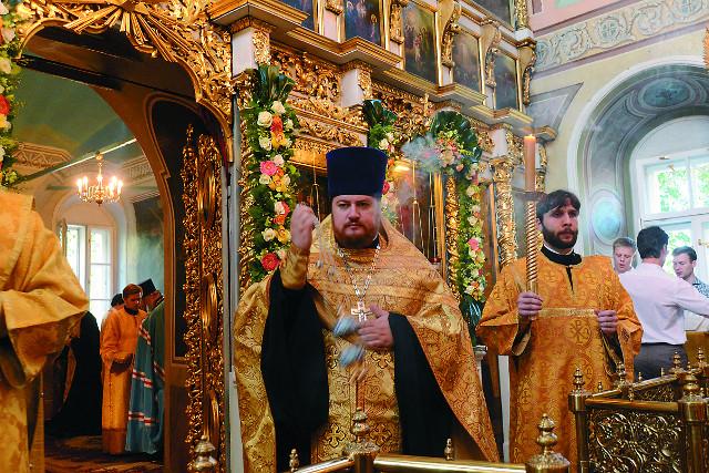 Настоятель храма протоиерей Максим  Шевцов