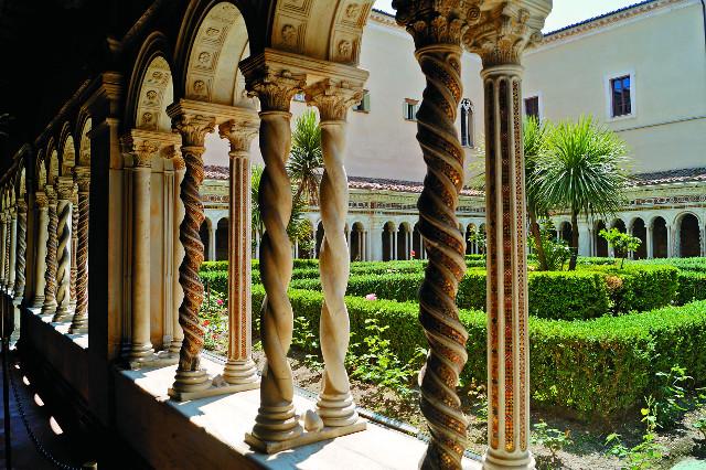 Внутренний дворик собора святого Павла