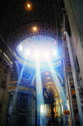 Купол собора Святого Петра 119 м в высоту и 42 м в диаметре