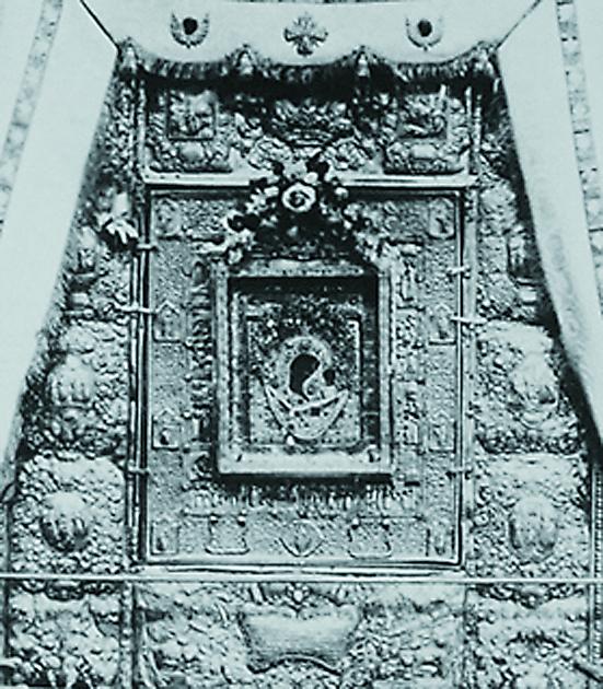 Явленная икона Богоматери в Казанском девичьем монастыре. Фото конца XIX века