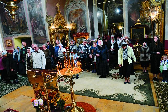 Богослужения в Введенском храме совершаются по субботам и воскресным дням
