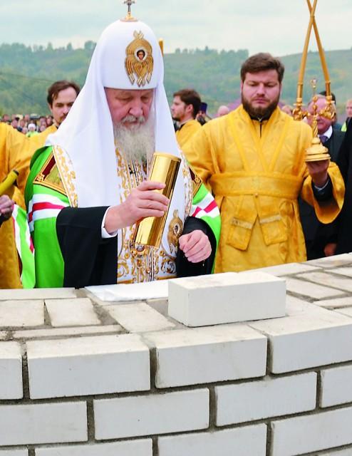 Капсула с закладной грамотой была вложена в стену алтарной части строящейся церкви