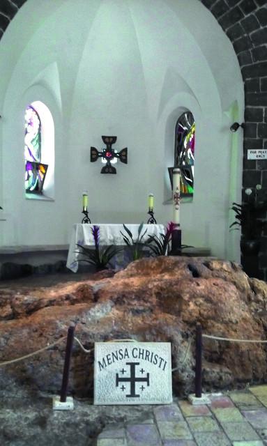 На этом камне Иисус Христос обедал со своими учениками