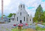 Белокаменный православный храм строится в традициях русской северной шатровой архитектуры