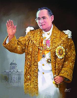 Король ТАаиланда  Рама IX является  защитником и покровителем всех религий в стране.  Хотя по требованию конституции обязан быть буддистом. На всех православных храмах в Таиланде мы видим два флага: зеленый флаг Московской Патриархии и желтый - личный флаг Рамы IX.