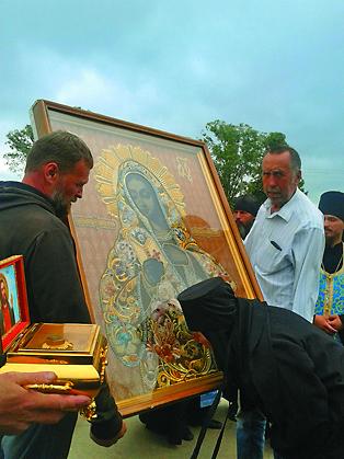 До революции на территории Мещовского уезда действовало 180 храмов. Большинство из них было посвящено  Божией Матери, что принесло этой земле славу удела Пресвятой  Богородицы.