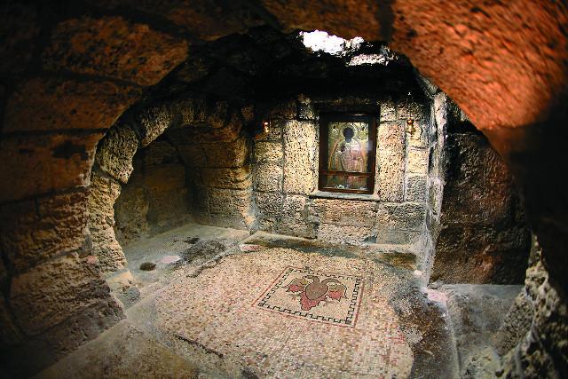 Пещера, где жил святитель Николай