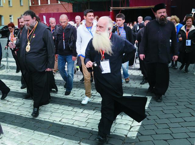 Кипрская делегация паломников во главе с митрополитом Тамасосским и Оринийским Исаией приехала в Россию, чтобы поблагодарить святых, которым в последнее время все усердно молились