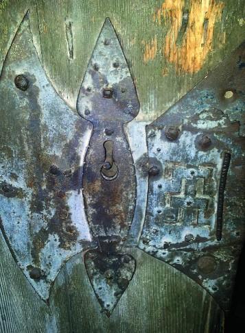 Старинная дверь