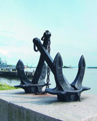 Якоря боевых кораблей - напоминание о героическом прошлом Кронштадта
