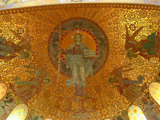 Один из куполов храма с изображением Иисуса-отрока