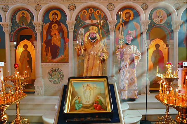 Настоятель храма епископ Богородский  Антоний (Севрюк)